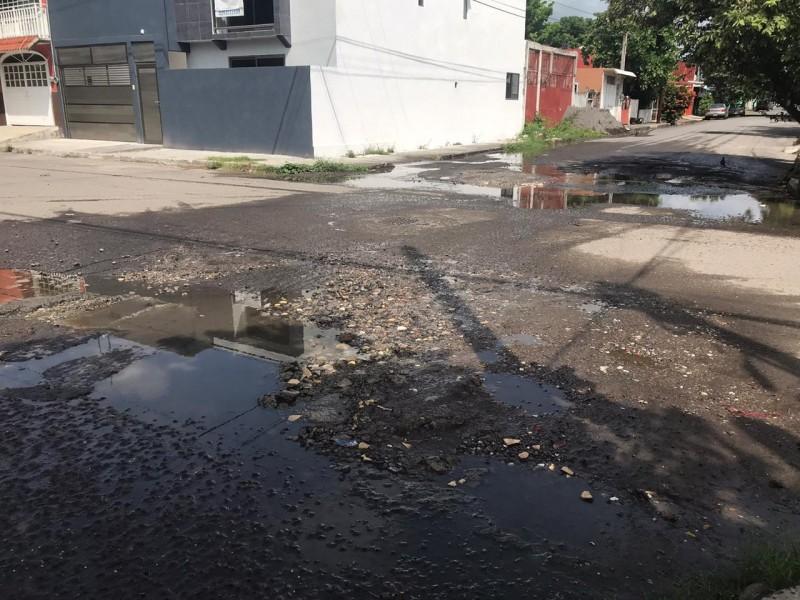 Desperdicio de agua por fugas en la colonia Playa Linda