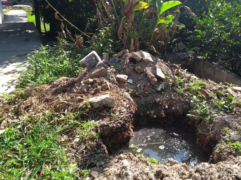 Desperfecto en tuberías provoca desperdicio de agua