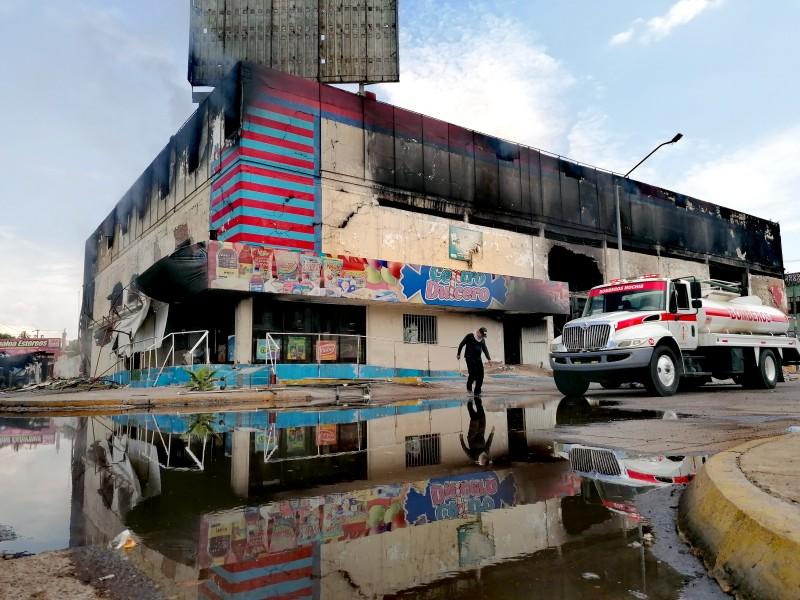 Después de 24 horas, continúan trabajos para sofocar incendio