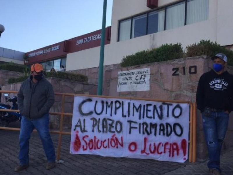Después de manifestación acuden a concluir los trabajos en pozo
