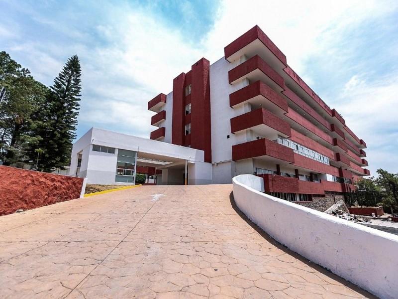 Destacan inversión millonaria en hospital Ángel Leaño para atender COVID