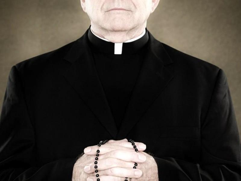 Destituyen a sacerdote por presunta violación sexual