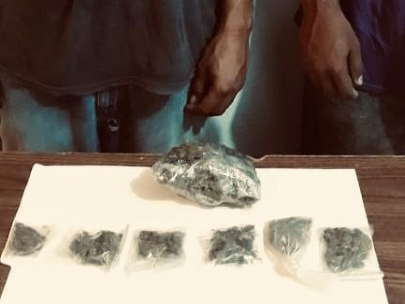 Detenidas dos personas; por posesión de droga