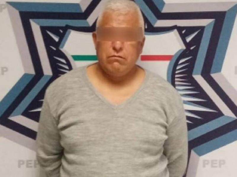 Detenido por abusar de menor; estaban encerrados en un baño