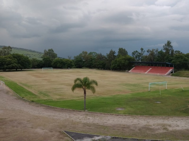 Deterioradas instalaciones de la unidad deportiva de Jiquilpan