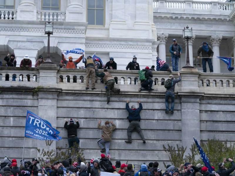 Detienen a 13 personas y confiscan armas en el Capitolio
