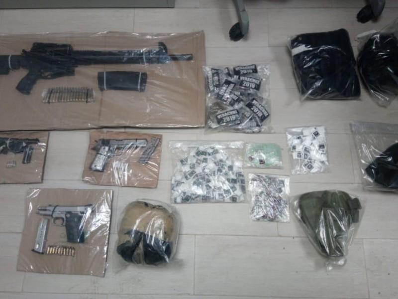 Detienen a 8 presuntos delincuentes con drogas y armas