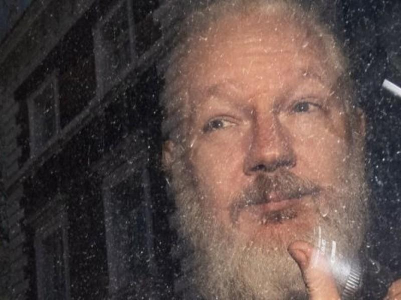 Detienen a Julian Assange, fundador de WikiLeaks