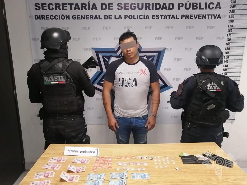 Detienen a masculino con drogas en los Reyes de Juárez