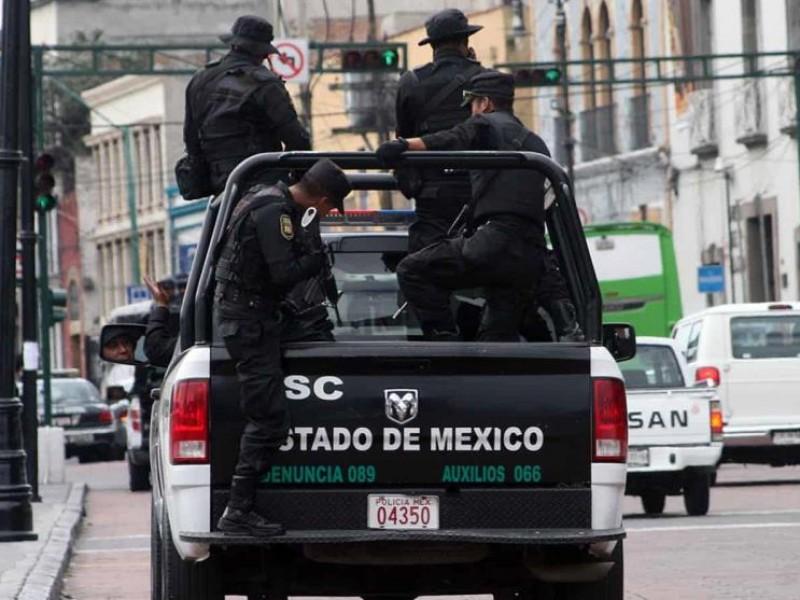 Detienen a presunto traficante y migrantes en EDOMEX
