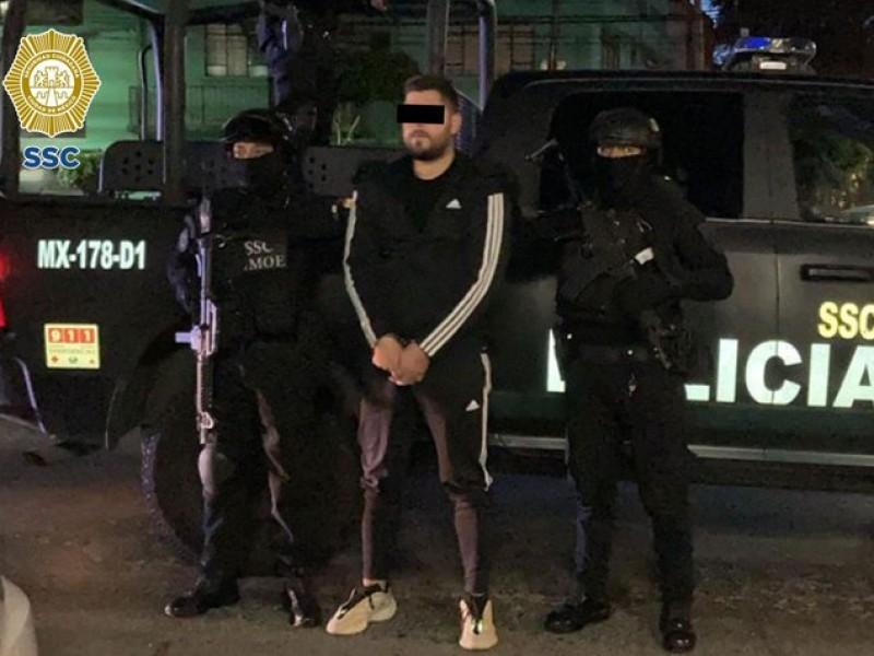 Detienen a presuntos responsables de ataque a empresario en AICM
