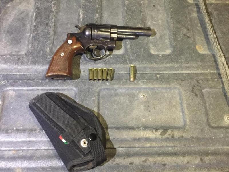 Detienen a tres hombres con arma en Cañitas