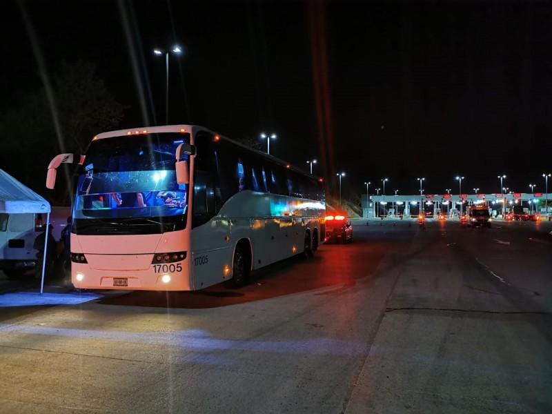 Detienen Autobús con Indocumentados