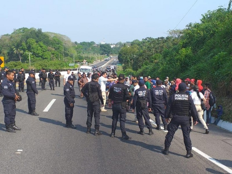 Detienen  autoridades a migrantes en Tapachula