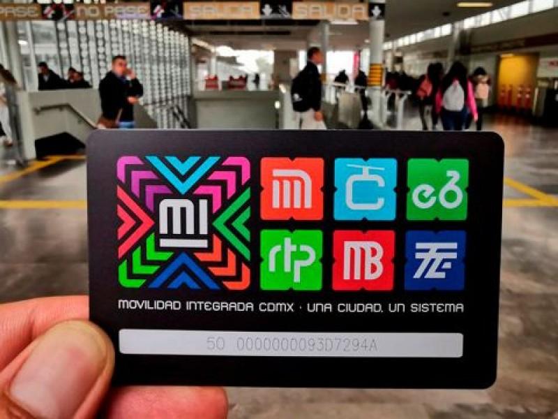 Detienen en el Metro a revendedores de tarjetas ilegales
