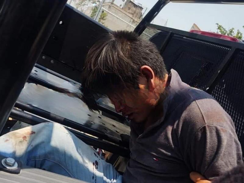 Detienen y golpean a presunto asaltante en Amozoc