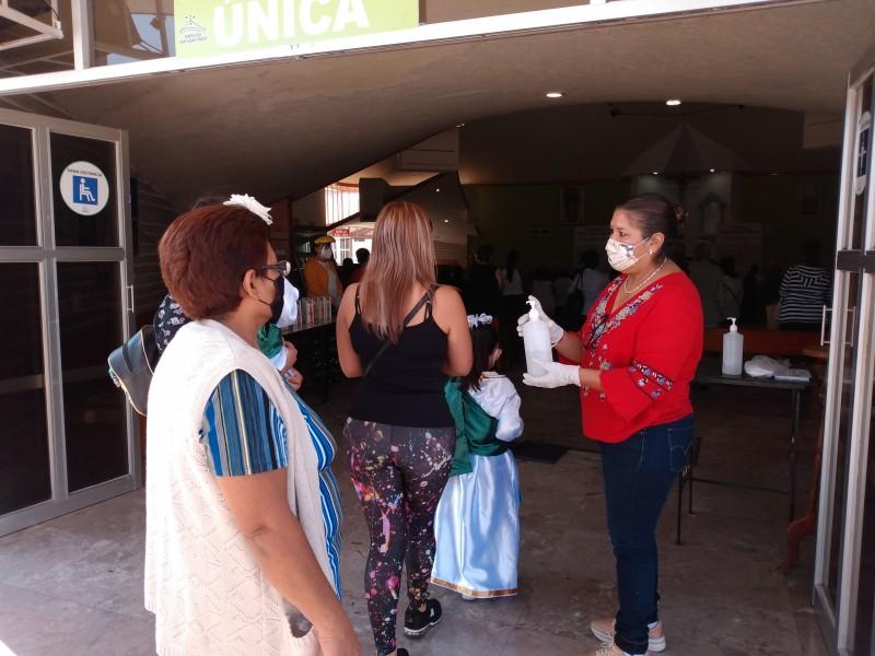 Devotos llegan a visitar y agradecer favores a San Judas