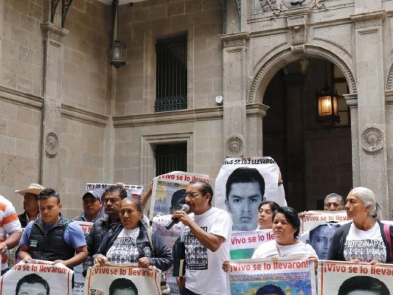 Dictan prisión a tres personas por caso Ayotzinapa