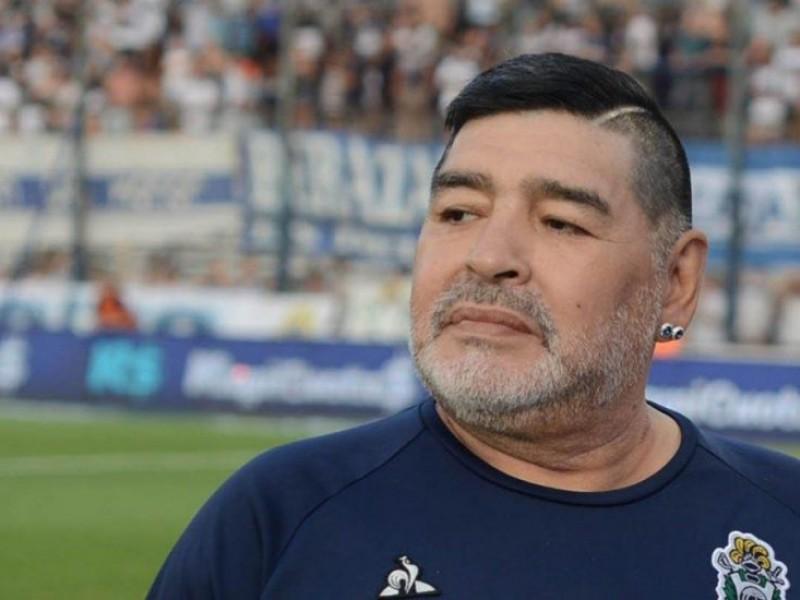 Diego Armando Maradona es hospitalizado de emergencia