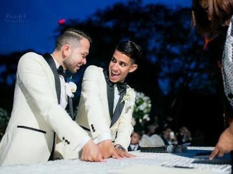 Incluye parejas gay en bodas comunitarias