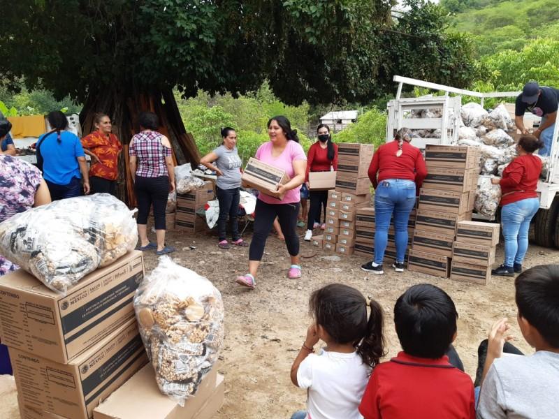 DIF San Ignacio lleva alimentos a pueblerinos de La Caña