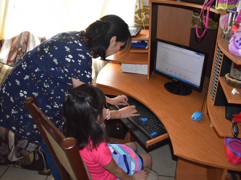 Dificultades y retos enfrentan madres de familia con clases virtuales