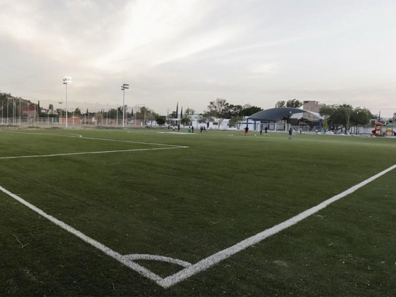 """Dignifican Unidad deportiva """"Emiliano Zapata"""""""