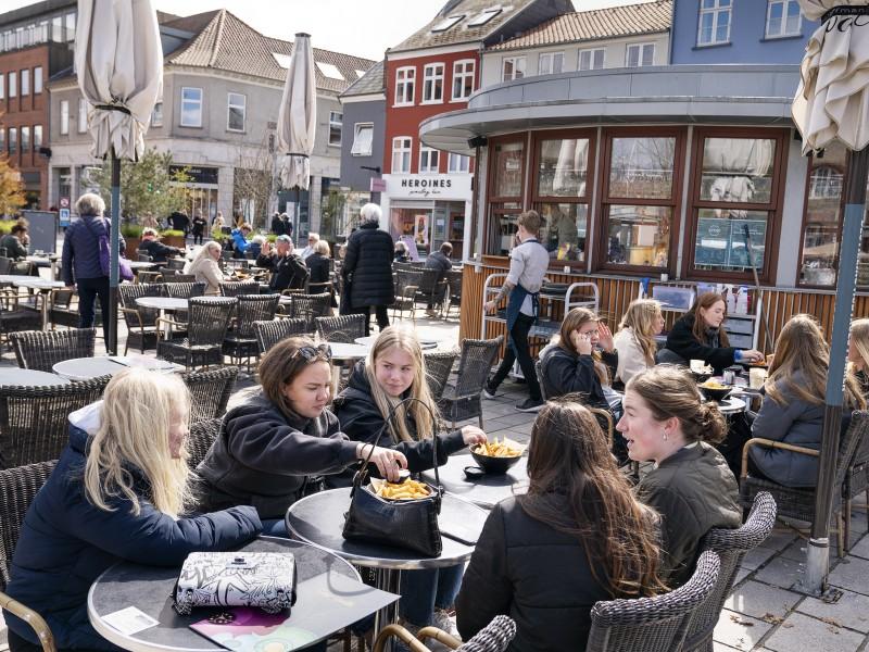 Dinamarca, primer país que libera toda restricción contra la pandemia