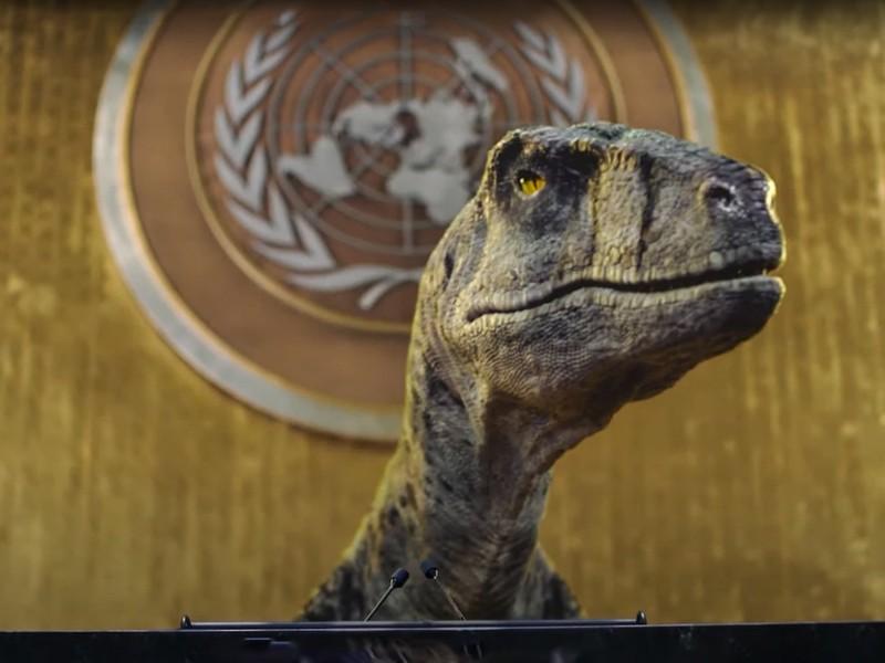 """Dinosaurio """"irrumpe"""" en la ONU para advertir sobre cambio climático"""