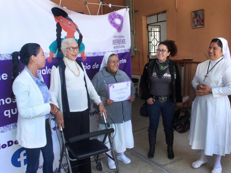 Diputada apoya a asilo con grúa