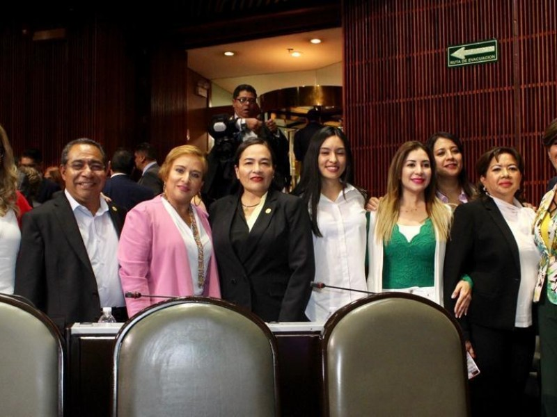 Diputados del PRD denunciaron a Felipa Obrador ante la FGR