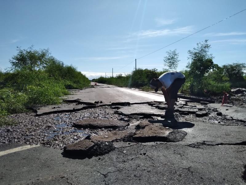 Diputados exhortan a la reparación de carretera dañada en Unión Hidalgo