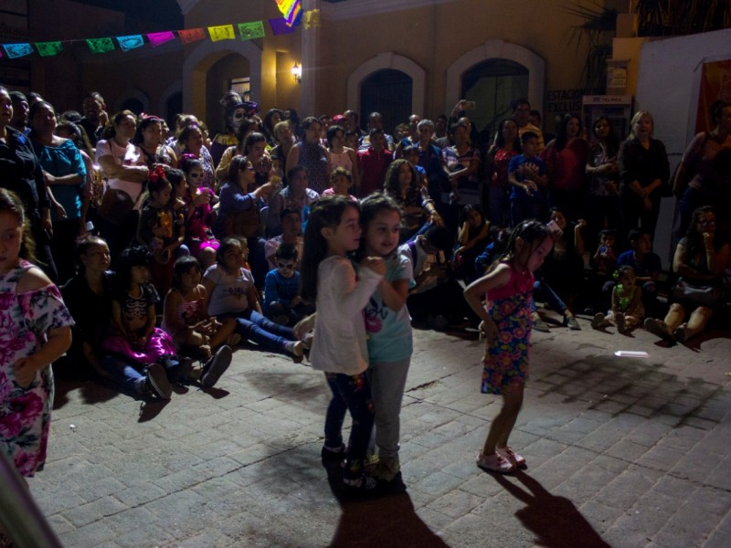 Disfrutan guaymenses de festival de La Calaca