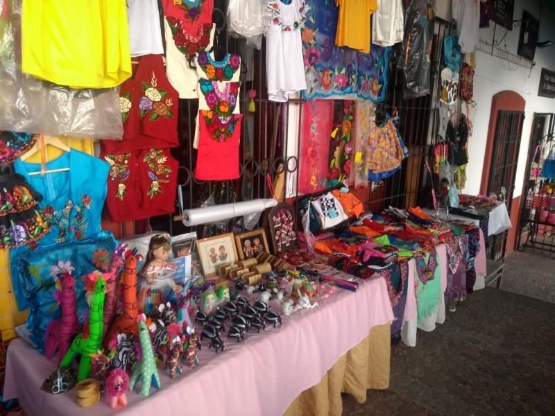 Disminuye venta de artesanías por ambulantaje