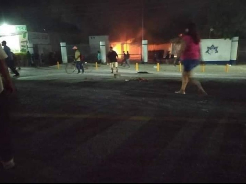 Disturbios en cuartel de Tehuantepec; vecinos claman justicia