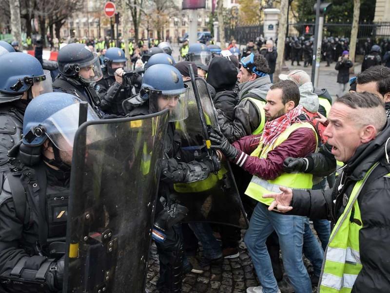 Disturbios en protesta de chalecos amarillos