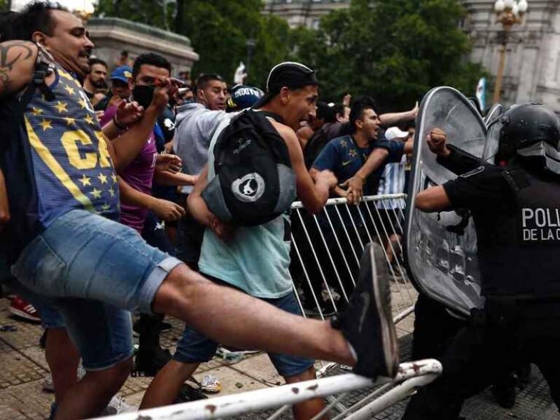 Suspenden velorio de Maradona por disturbios