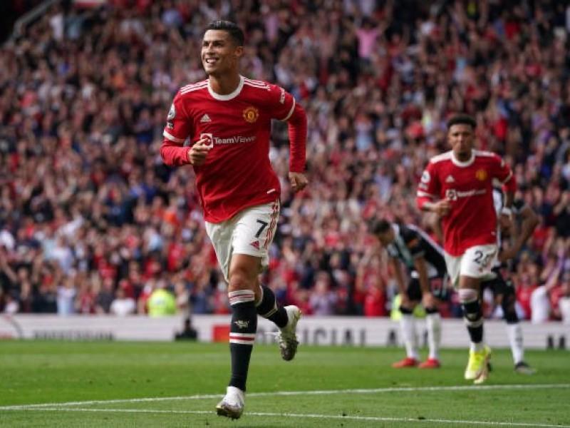 Doblete de CR7 y liderato para el Manchester United