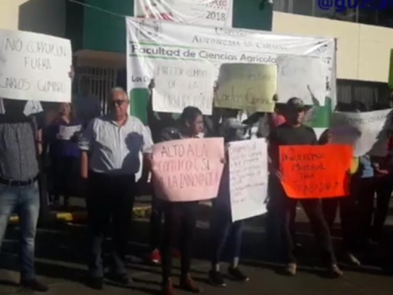 Docentes de la UNACH protestan