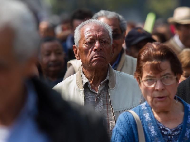 Docentes jubilados y pensionados enfrentan nuevas modificaciones del ISSSTE