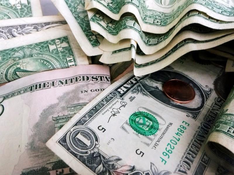 Dólar alcanza los 19.52 pesos a la venta
