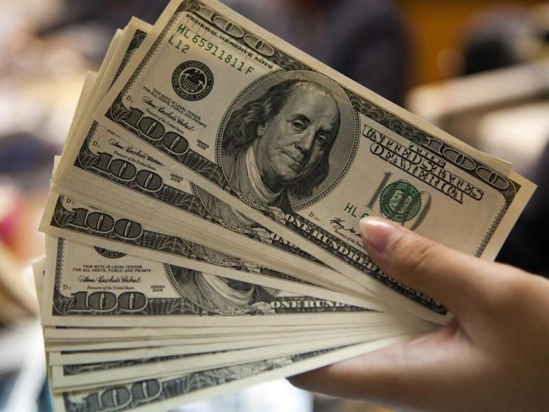 Dólar alcanza los 19.75 pesos en bancos capitalinos
