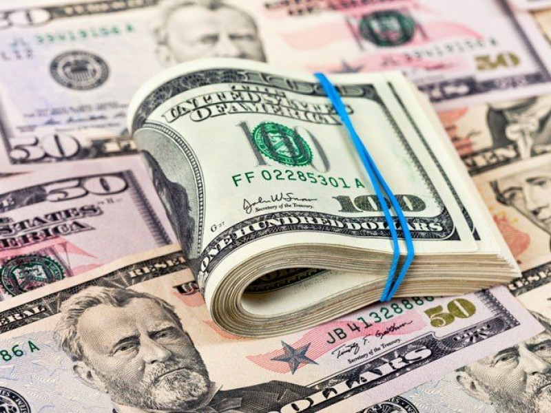 Dólar alcanza los 19.88 pesos, durante consulta AICM