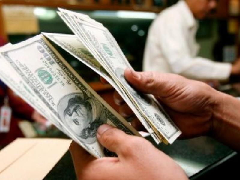 Dólar inicia la semana en 18.59 pesos