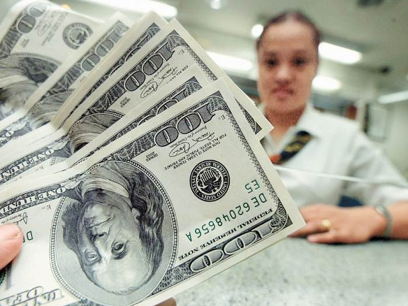 Dólar se vende en 18.97 pesos en AICM