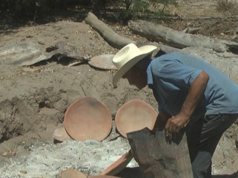 Don chico preserva la técnica de la alfarería en Guasave