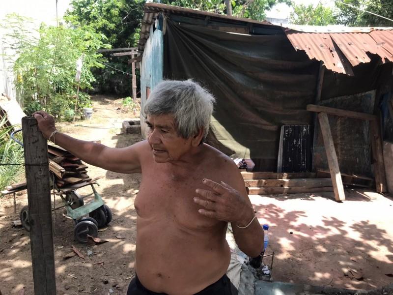 Don Felipe sin trabajo, y apunto de quedarse sin casa
