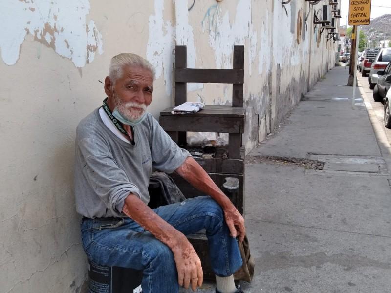 Don Humberto con 40 años en su puesto de bola