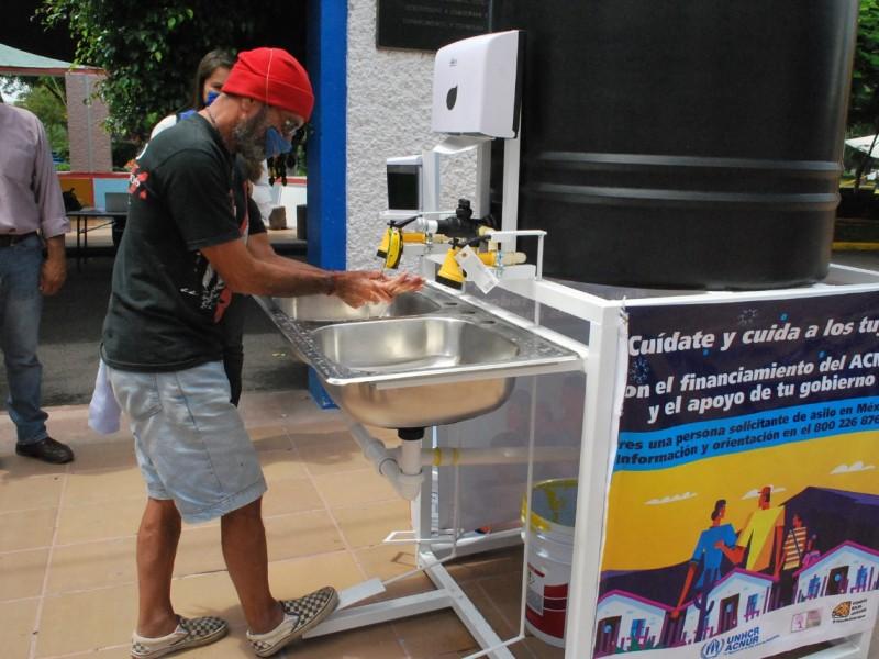 Donan 8 lavamanos portátiles al Sistema Municipal DIF