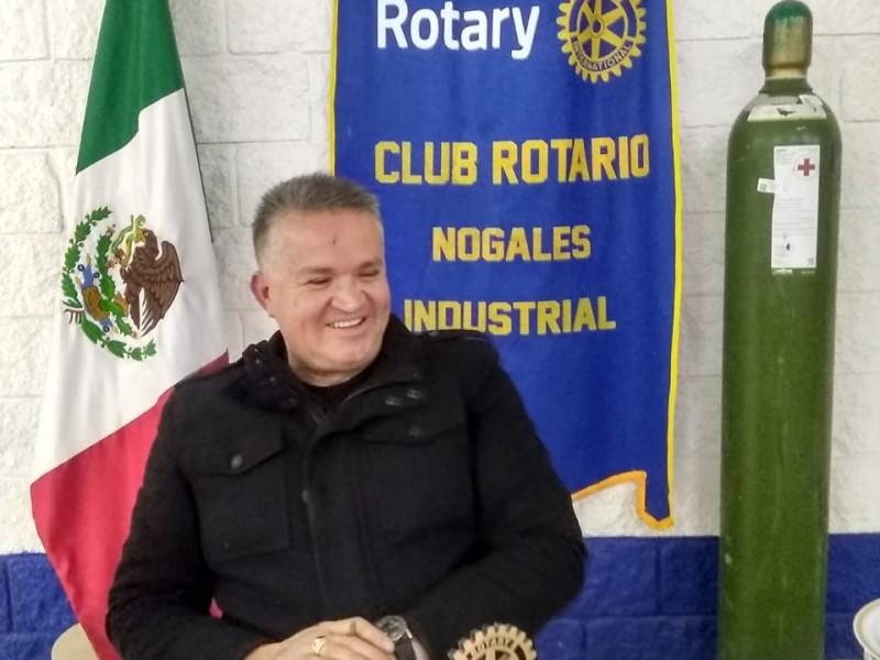 Donan Rotarios tanques de oxigeno a personas que lo requieren